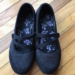 🌸EUC Skechers wide fit ballet flat sneakers